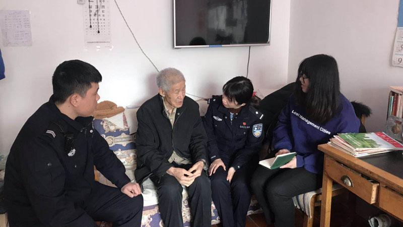 记者同田蕙闻到居民家走访