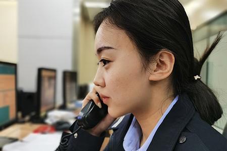 【礼敬我们的节日·我的一天】开原市公安局110指挥中心接警员张烜宁:我爱这藏蓝的警服